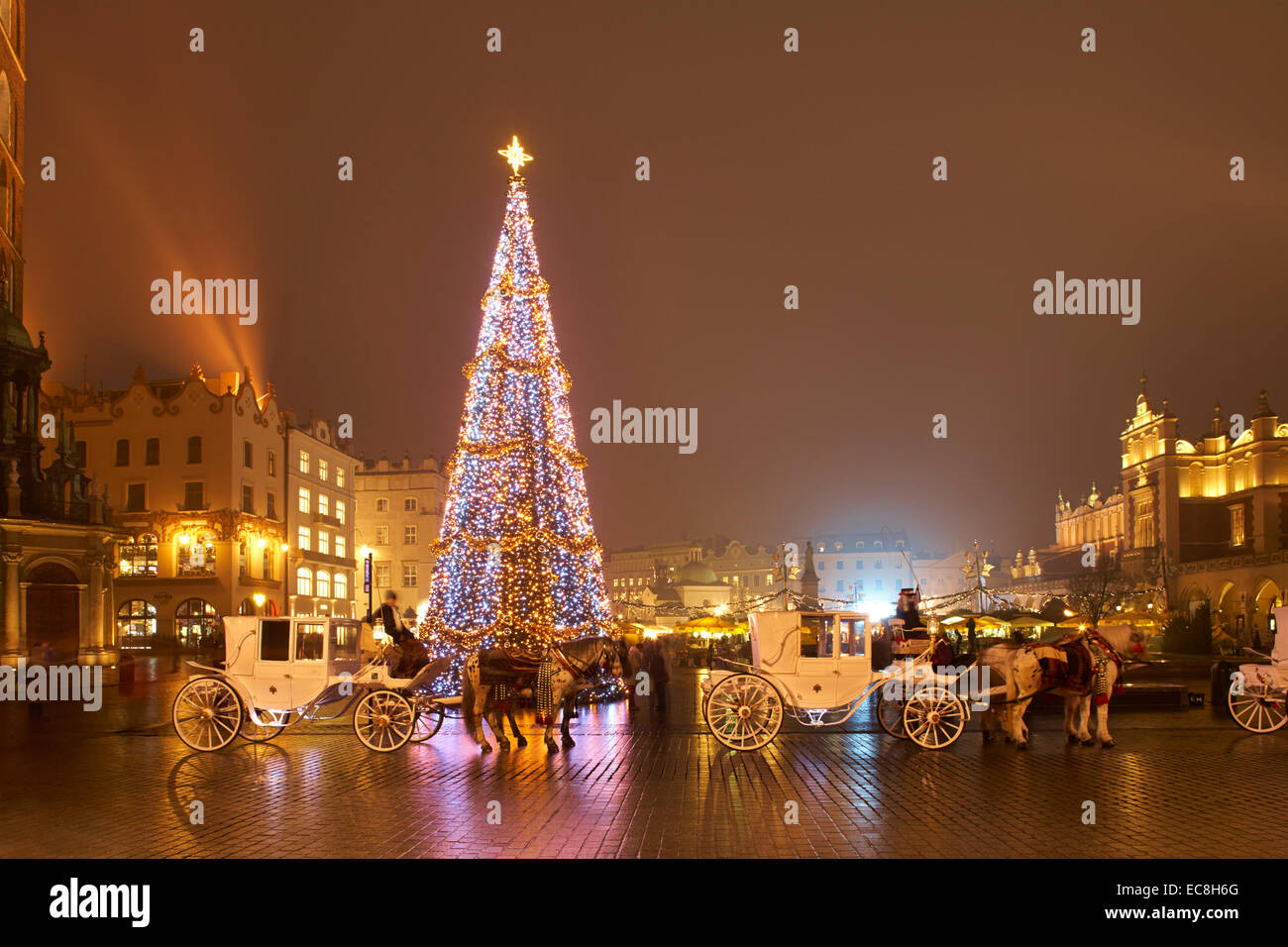 polen krakau weihnachten markt rynek glowny twilight. Black Bedroom Furniture Sets. Home Design Ideas