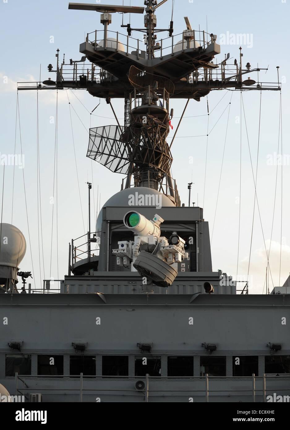 Ein US-Marine Austin-Klasse amphibischen Dock Transportschiff USS Ponce führt eine operative Demonstration Stockbild