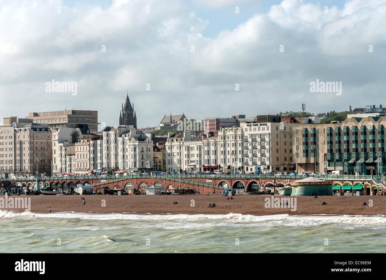 Meerblick von Brighton, East Sussex, Südengland. | Aussicht Auf Brighton von der Seeseite, Suedostengland. Stockbild