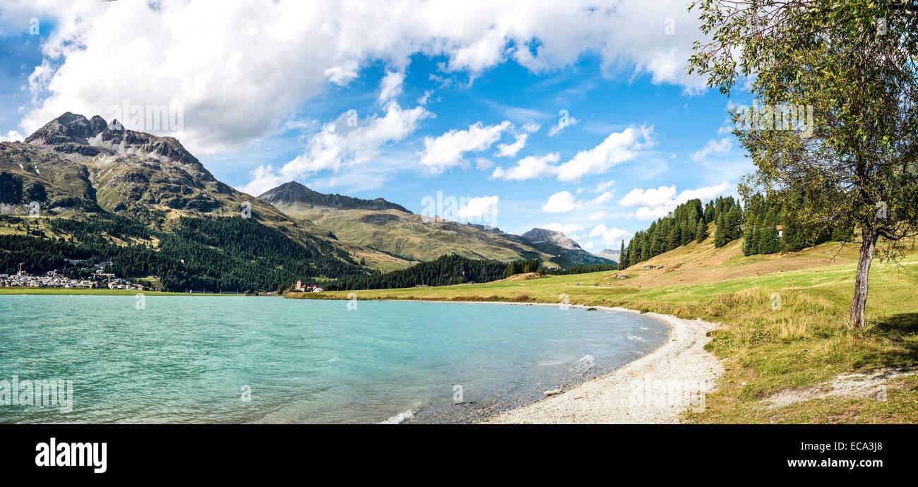 Frühling Landschaft am See Silvaplana, Engadin, Schweiz.   Silvaplaner See Im Fruehling Engadin, Schweiz Stockbild