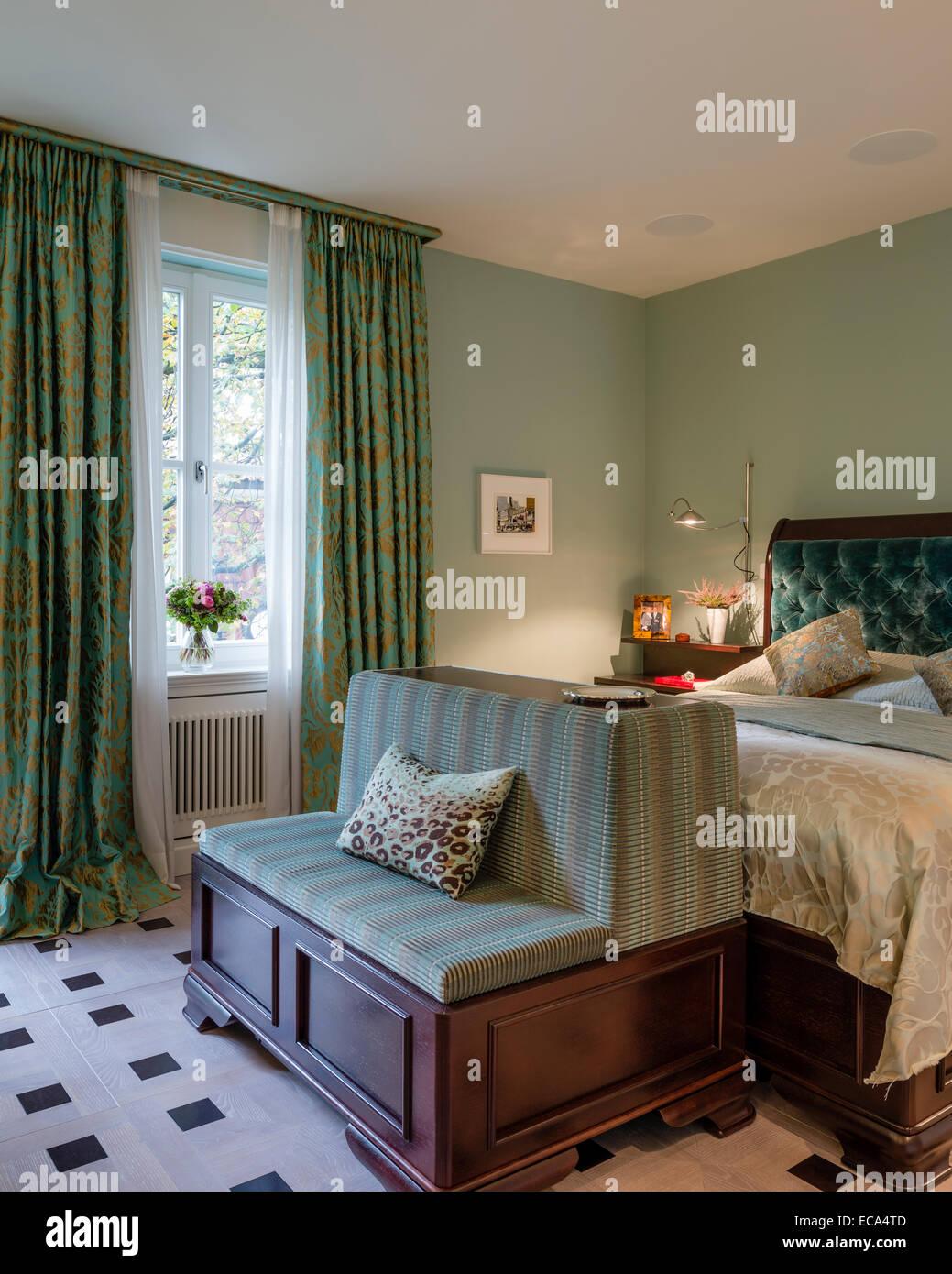 Aquamarin samt zugeknöpft Kopfteil auf Bett im Schlafzimmer mit Grün ...