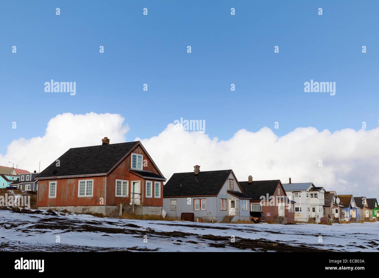 Häuser im abgelegenen Lager Meer Dorf von St. Paul Island, Alaska. Etwa 500 Menschen leben in der größten Stockbild