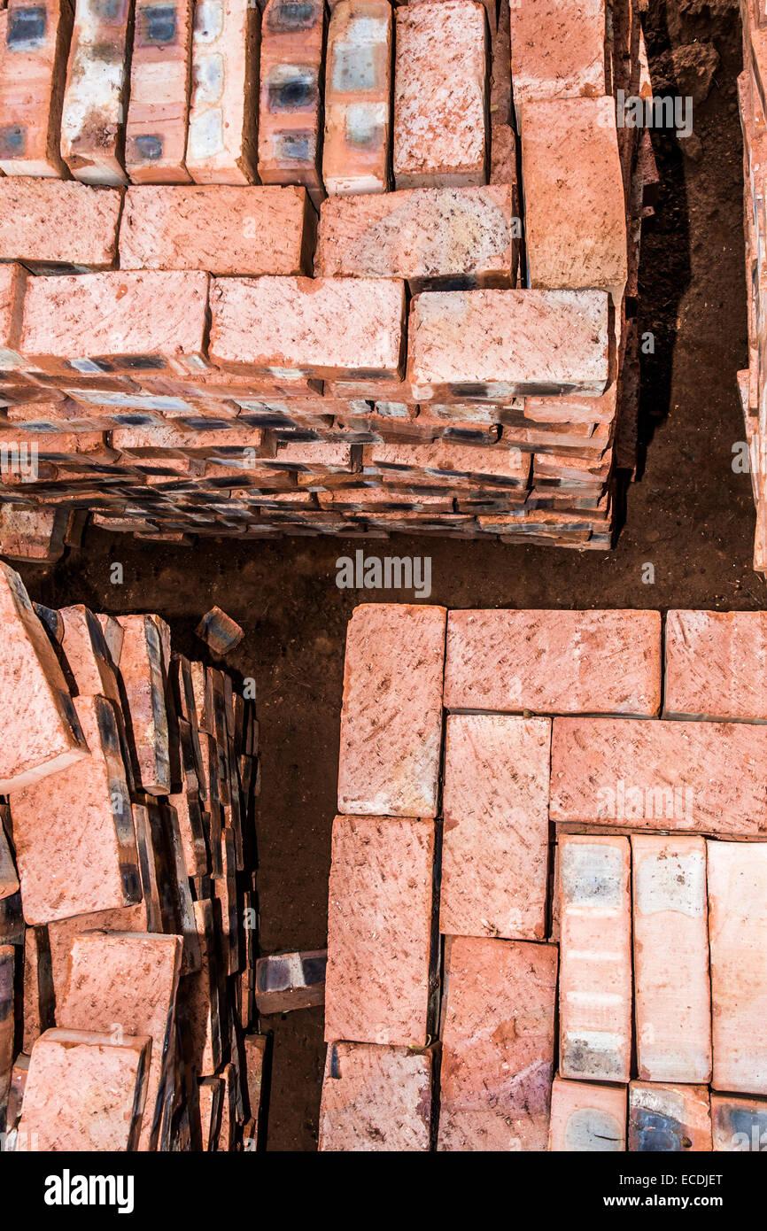Eine Draufsicht Des Gestapelten Ziegelsteinen, Bereit Für Den Generator,  Der Auf Die Fertigstellung Des Neuen Hauses Verwendet.