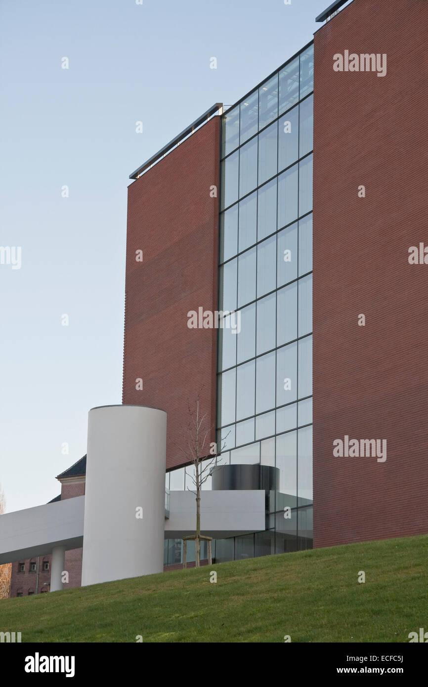 Moderne Architektur In Rotem Backstein Glas Und Beton