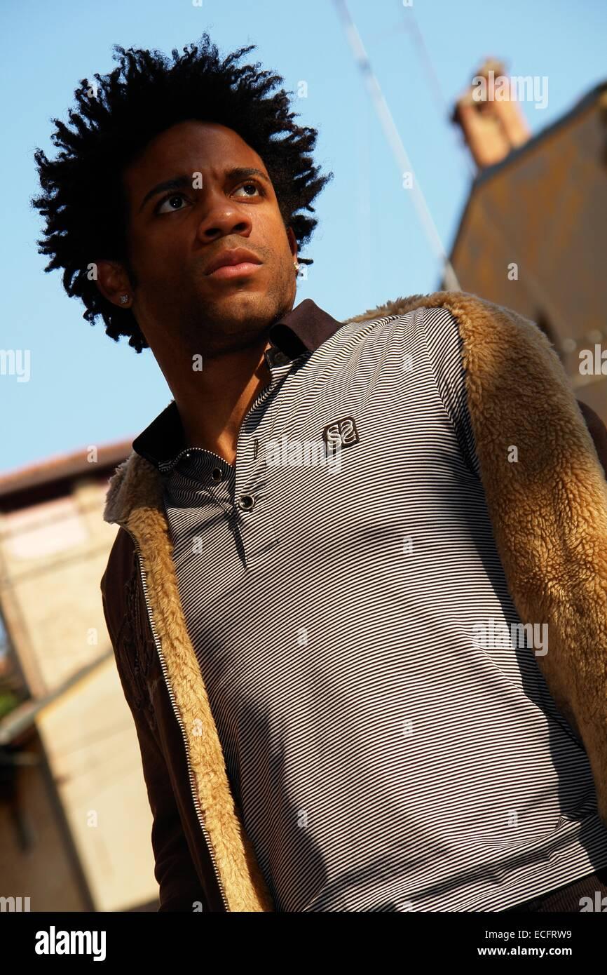 Portrat Einer Schonen Jungen Afrikanischen Mann Auf Der Strasse
