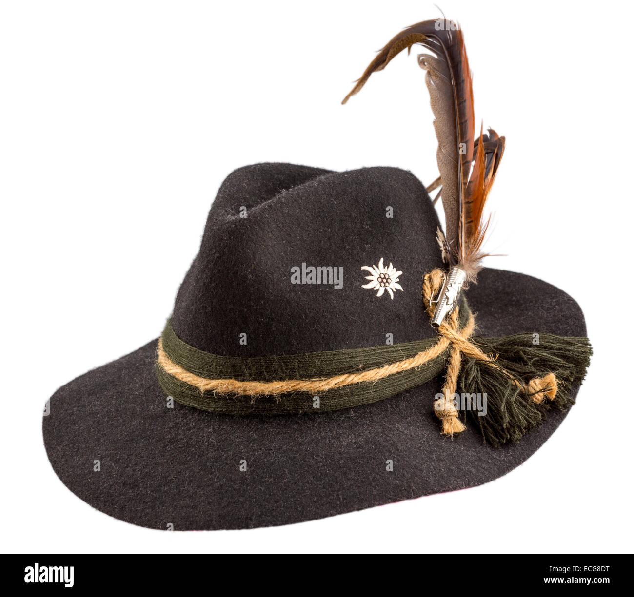 Tiroler Hut mit einer Feder auf weißem Hintergrund Stockfoto