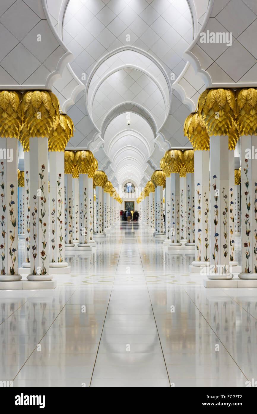 Spalten In der Sheikh Zayed Grand Moschee, Vereinigte Arabische Emirate Stockbild