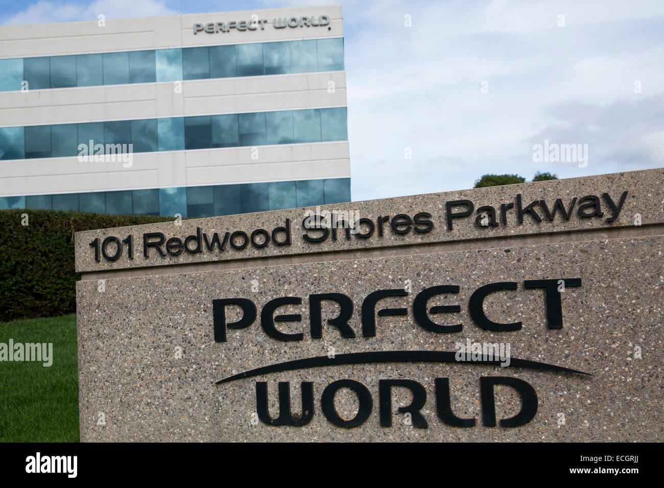 Ein Bürogebäude von MMO Spielehersteller Perfect World besetzt. Stockbild