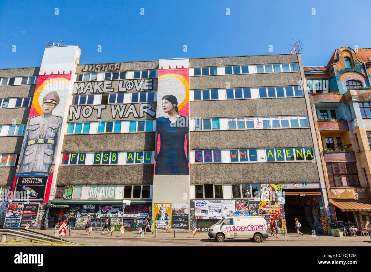 Deutschland, Berlin, Ost-Berliner Stadtteil Kreuzberg, malte Tag Fassade eines Gebäudes in Falckensteinstrasse Stockbild