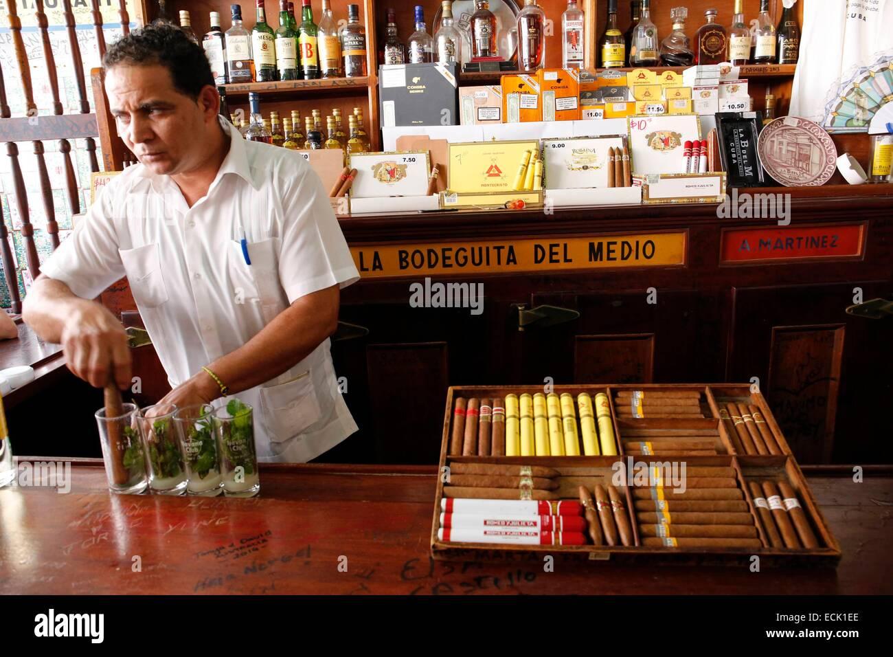 Kuba, Havanna, La Bodeguita del Medio, berühmt für ihre Cocktails Mojito Stockbild