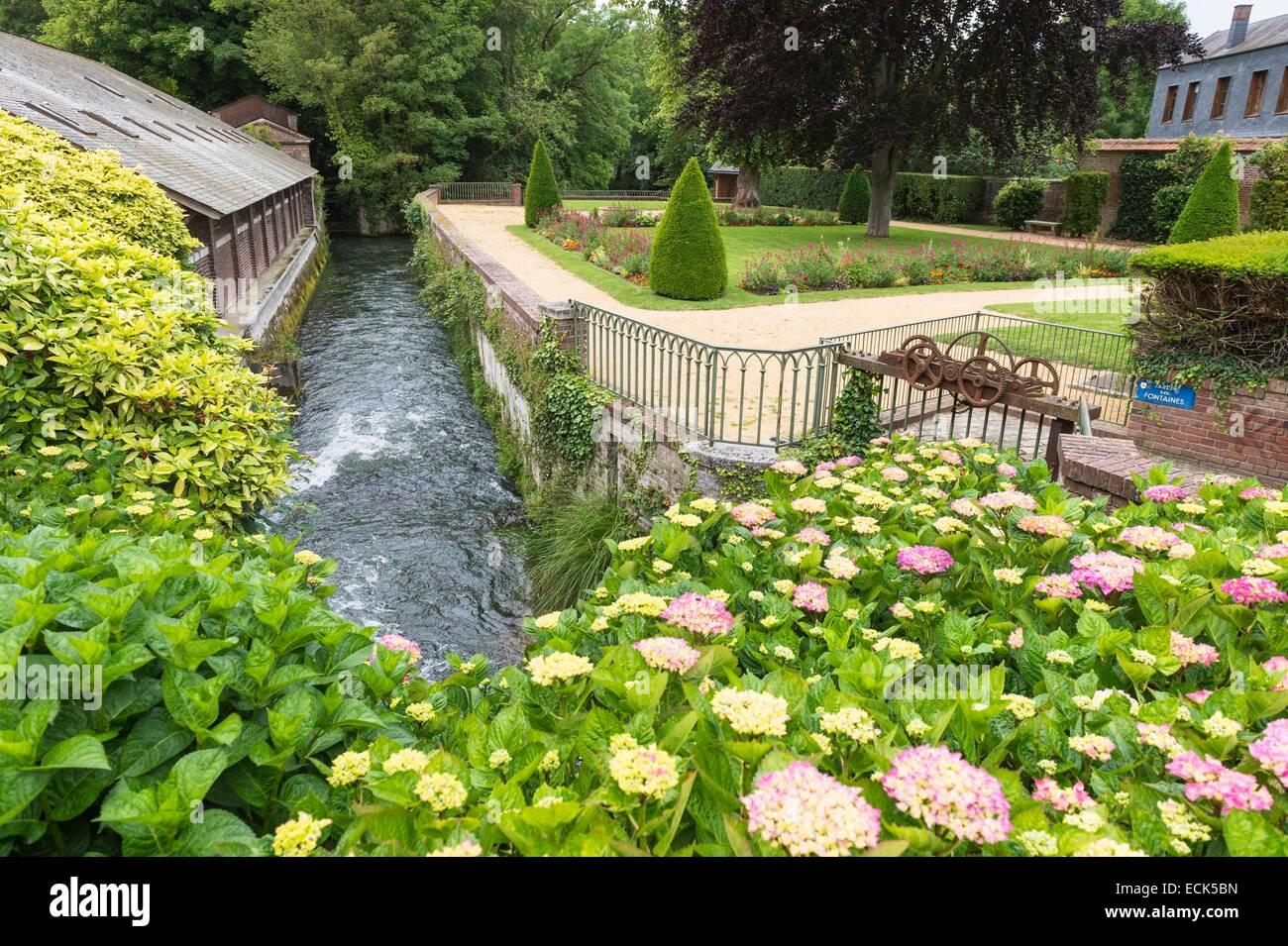 Frankreich, Seine Maritime, Eu, Brunnen Garten entlang des Flusses Bresle Stockbild