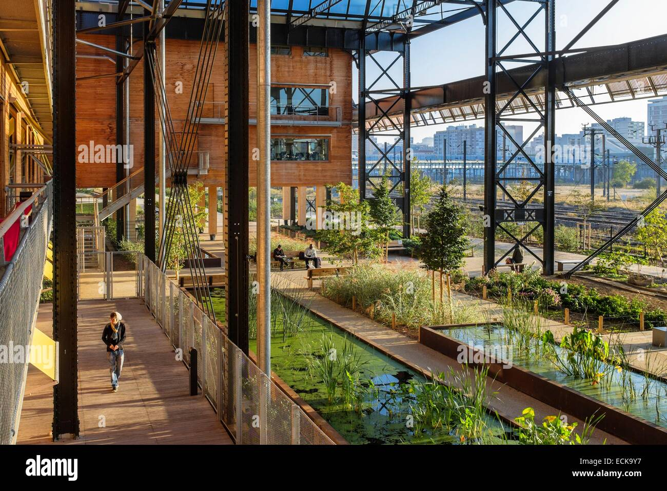 Frankreich, Paris, Halle Pajol, positive Energie, Gebäude, produziert seinen Strom mit 3500 m2 Photovoltaik Stockbild