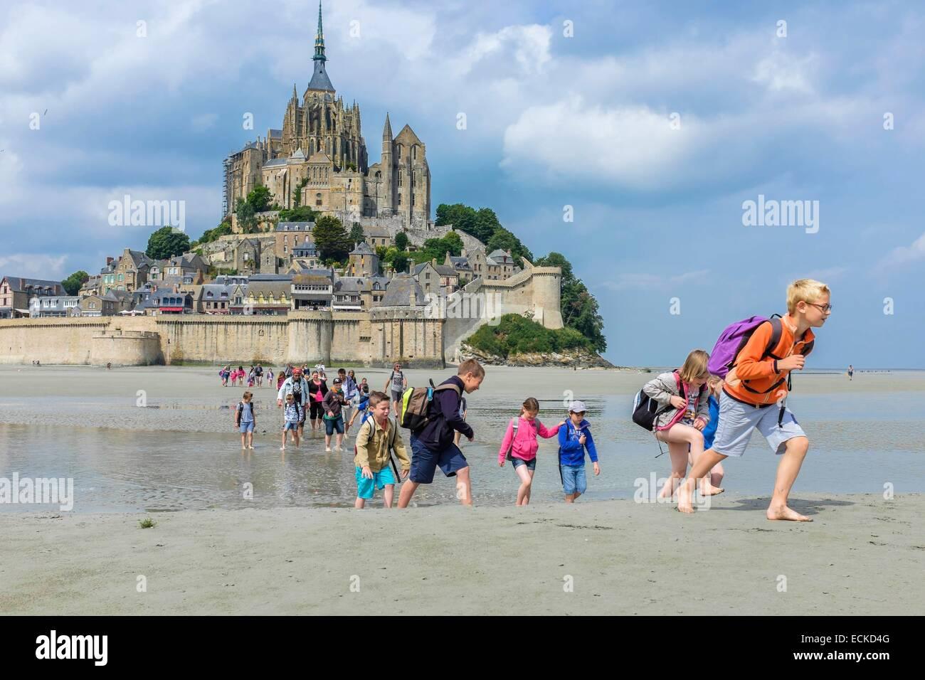 Frankreich, Manche, Mont Saint Michel Bay, Weltkulturerbe der UNESCO, Wandern durch die Bucht zu Abtei Mont Saint Stockfoto