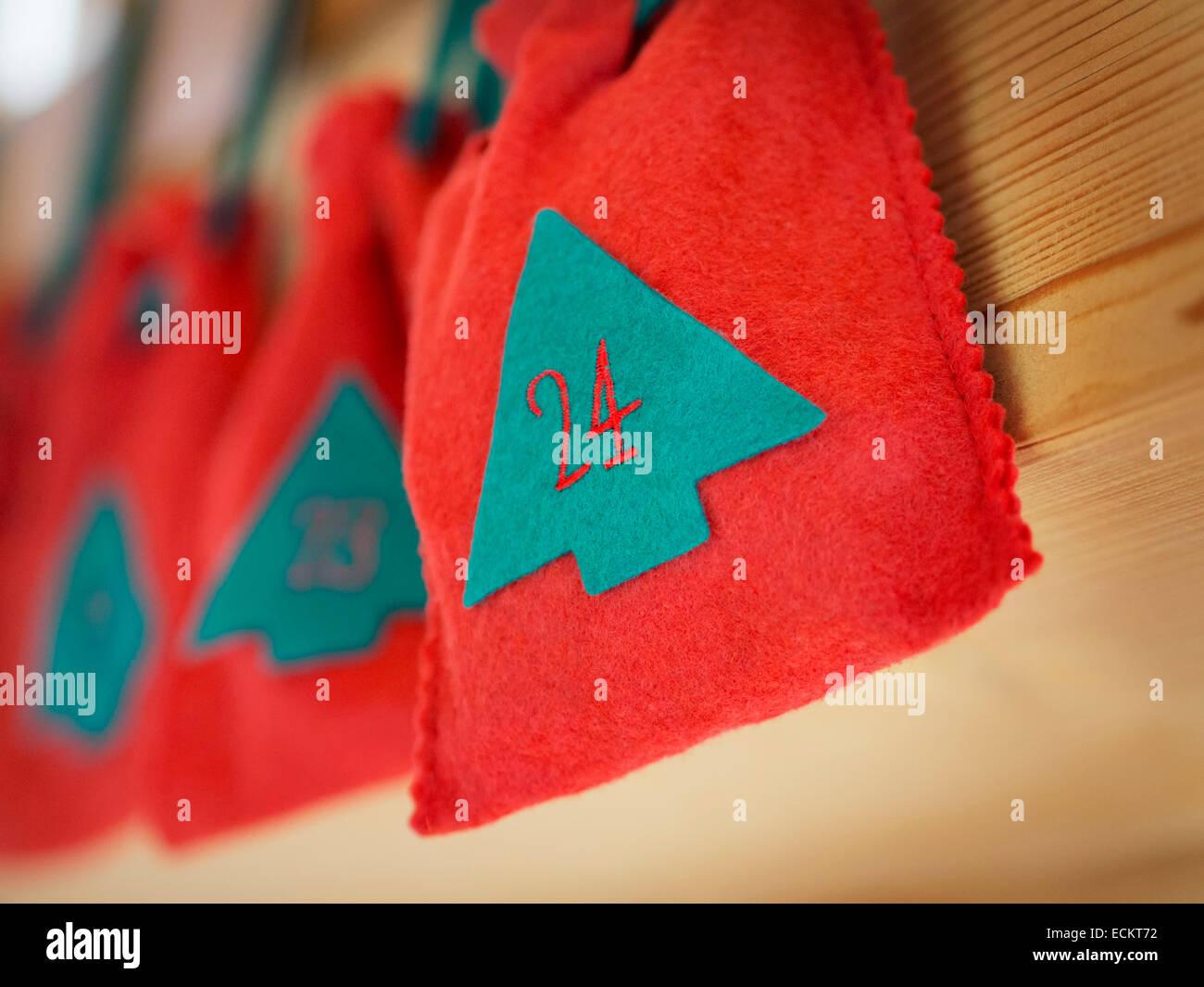 Bild von einem Adventskalender mit der Nummer 24 Heiligabend Stockbild