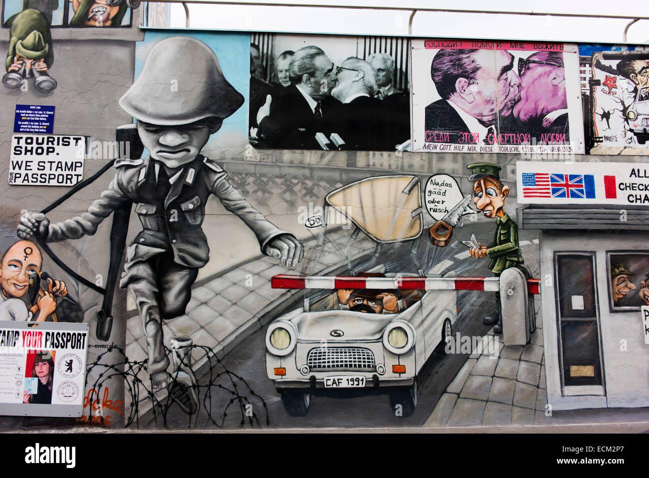 Ikonische Bilder auf einem Abschnitt der Berliner Mauer als die East Side Gallery bekannt. Stockbild