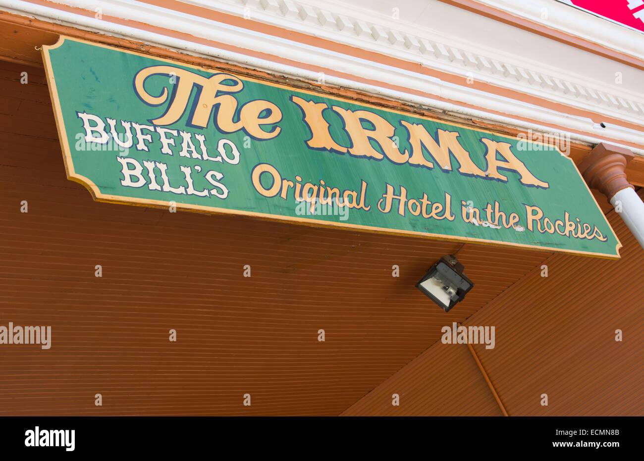 Cody Wyoming Innenstadt Sheridan Avenue die Irma Hotel Thatv ist auf der Hauptstraße durch die Stadt Buffalo Stockbild