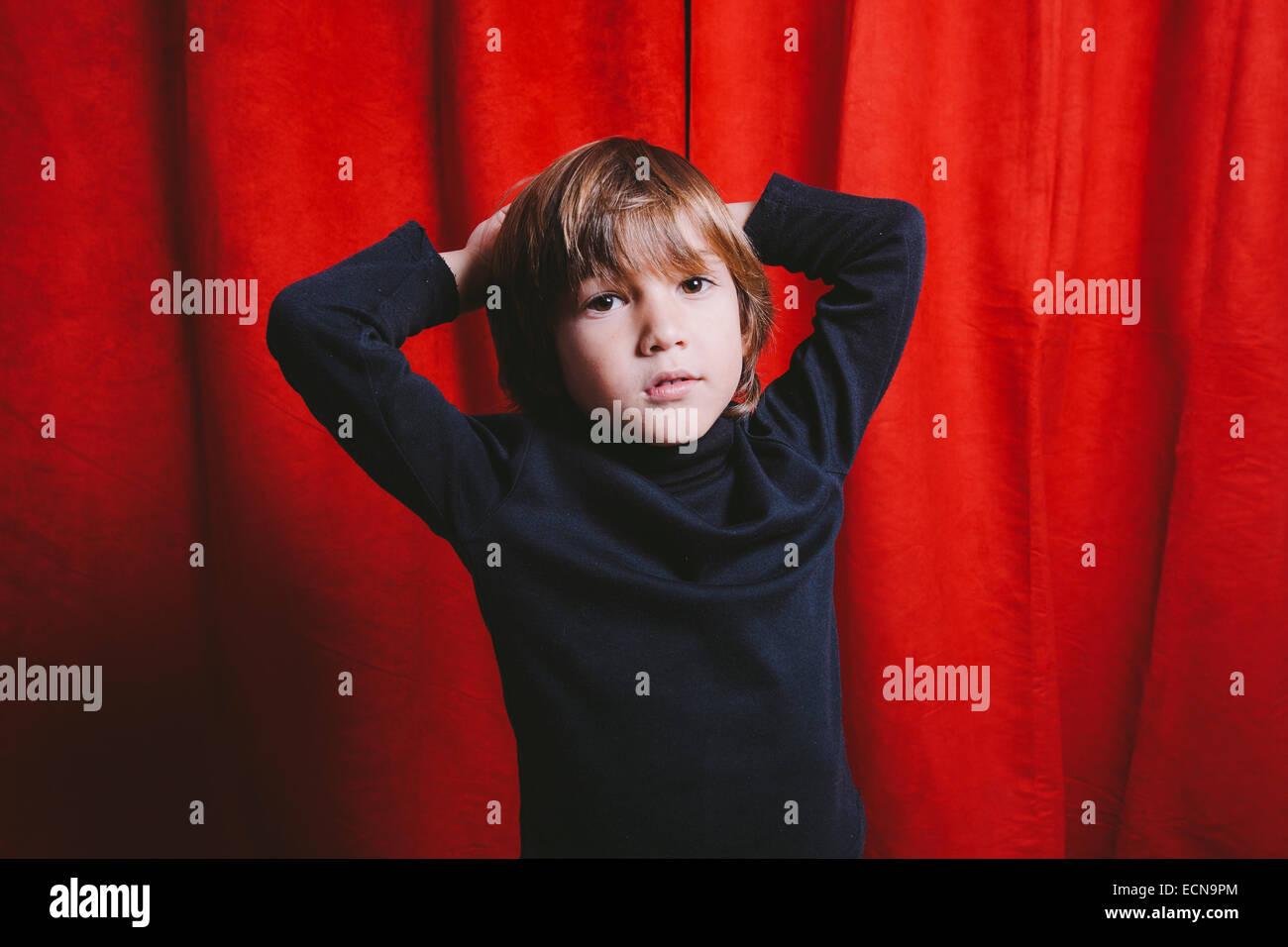 Studio-Porträt eines fünf Jahre alten Jungen Stockbild