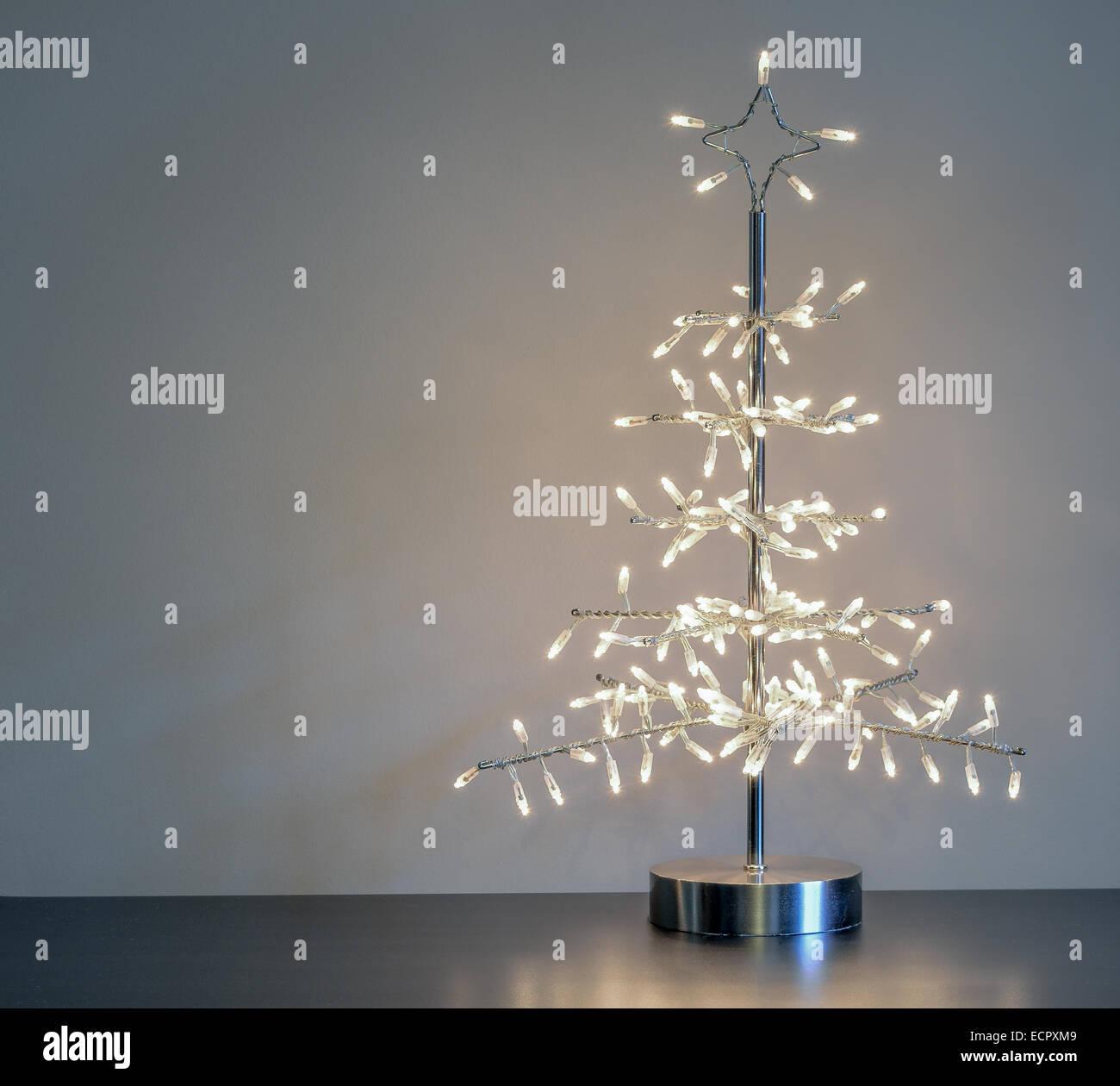 Silber Metall minimalistischen Weihnachtsbaum Ornament mit weißen ...