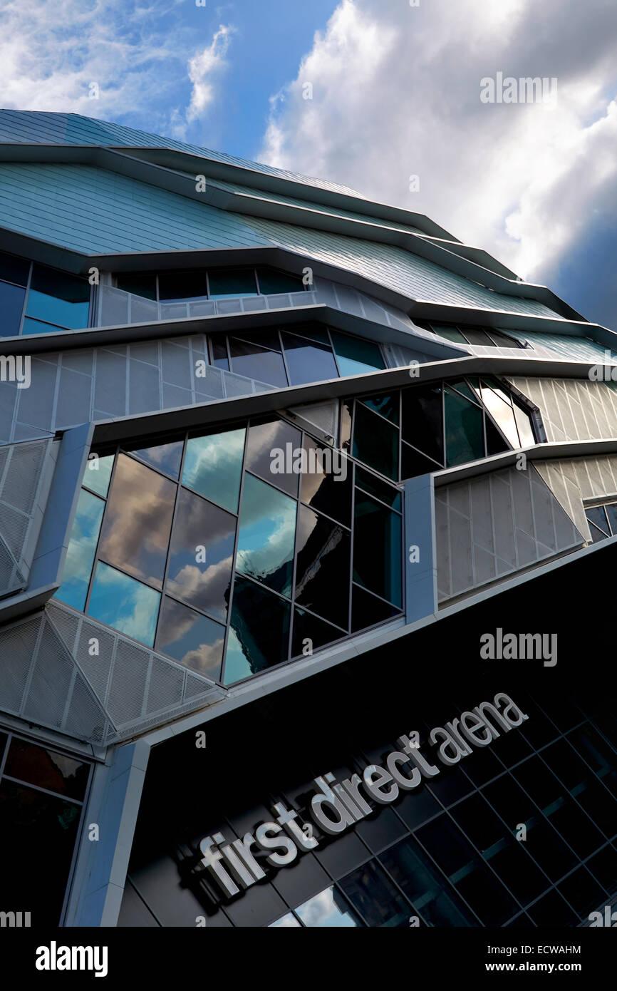 Erste direkte Arena Leeds. Außen gedreht am späten Nachmittag mit Reflexionen und Texturen aber kein künstliches Stockbild