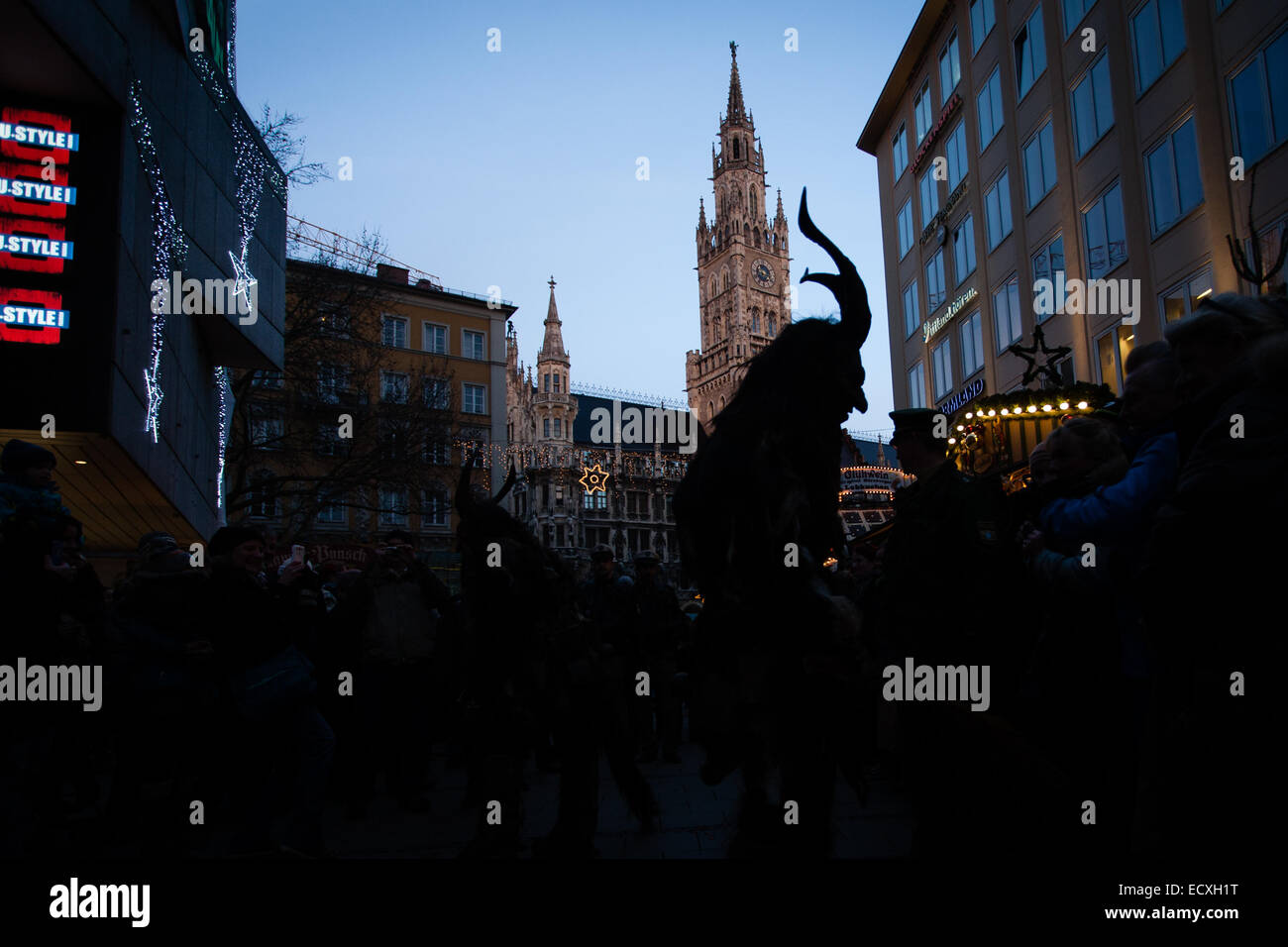 München, Bayern, Deutschland. 21. Dezember 2014. Krampus ist ein ...