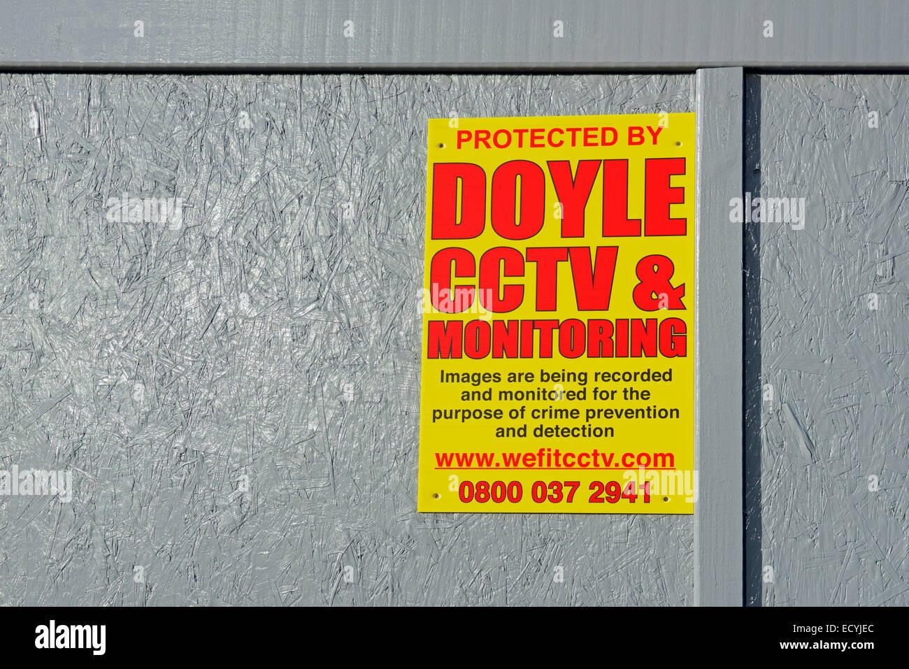 Melden Sie auf der Baustelle für CCTV-Überwachung Stockbild