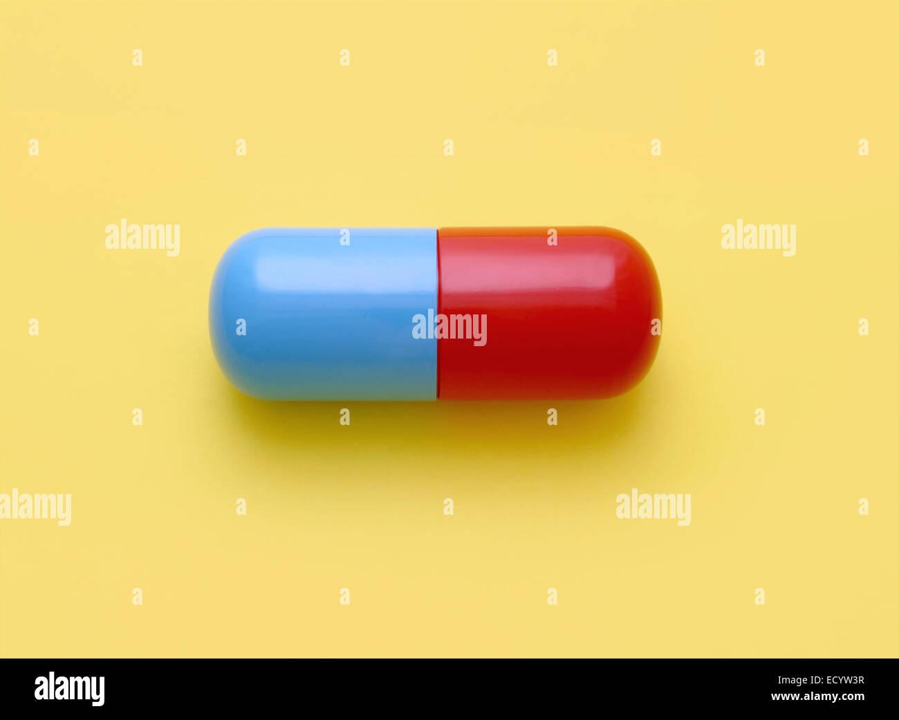 rote und blaue Pille Kapsel Stockbild