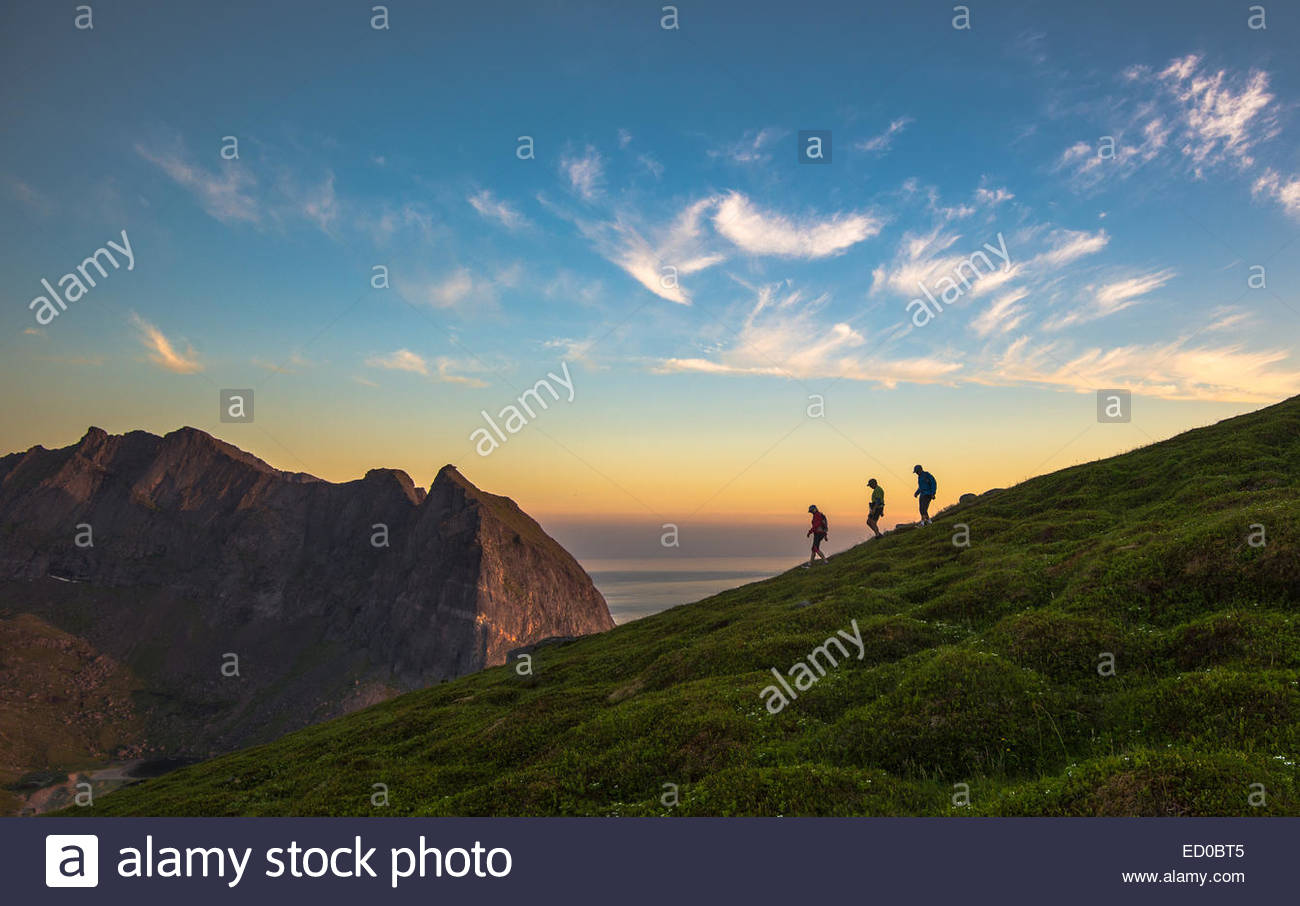 Norwegen, Flakstad Island Tourist Wandern auf Mt Ryten Stockbild