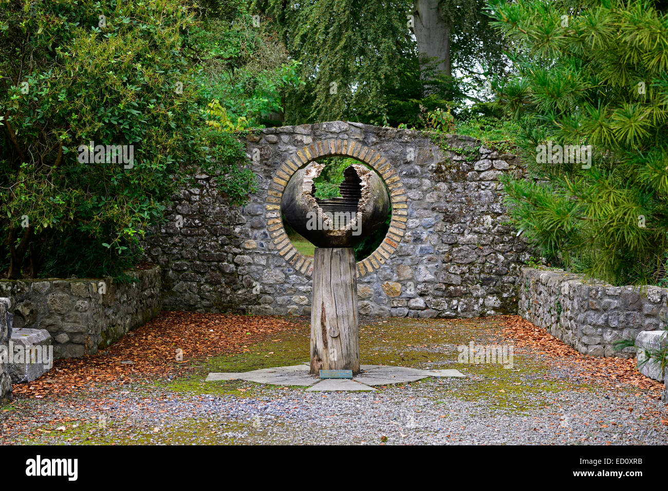 Holz Holz Ei Skulptur Kunst Installation Birr Castle Garten Gärten