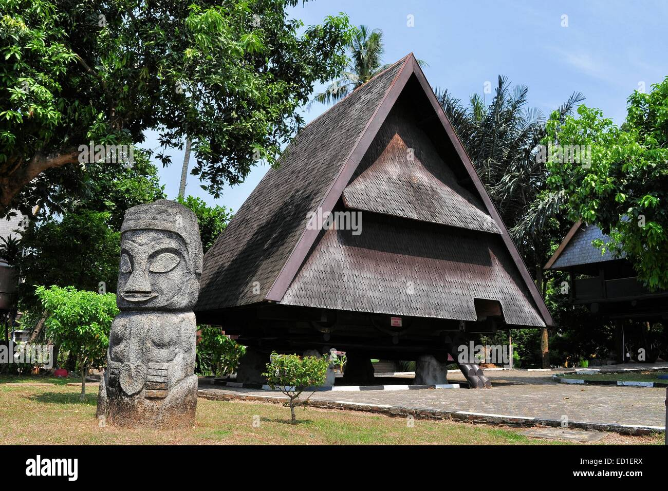 Traditionelles haus von celebes sulawesi indonesien for Traditionelles haus bali