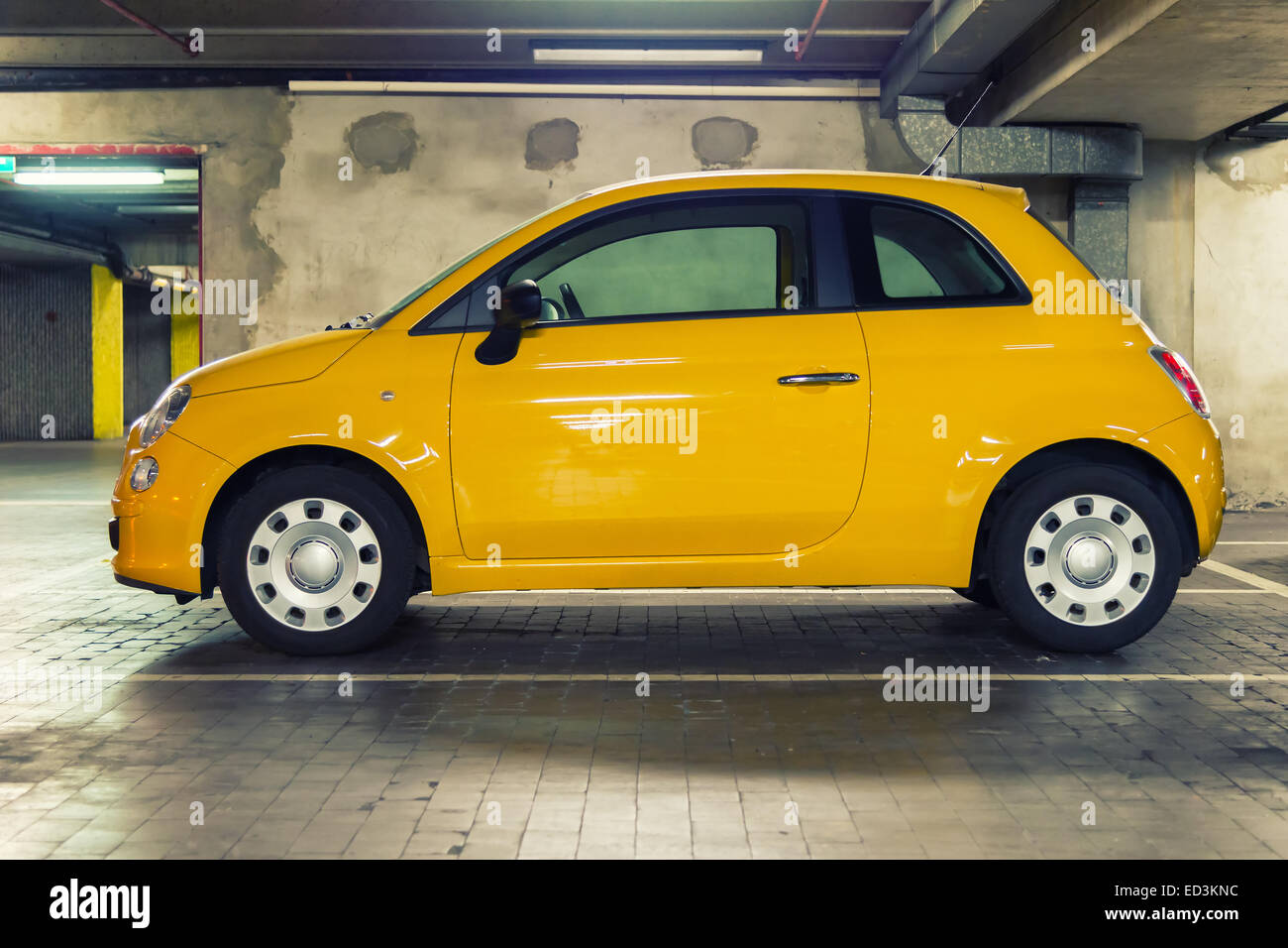 car garage parking underground stockfotos car garage parking underground bilder alamy. Black Bedroom Furniture Sets. Home Design Ideas