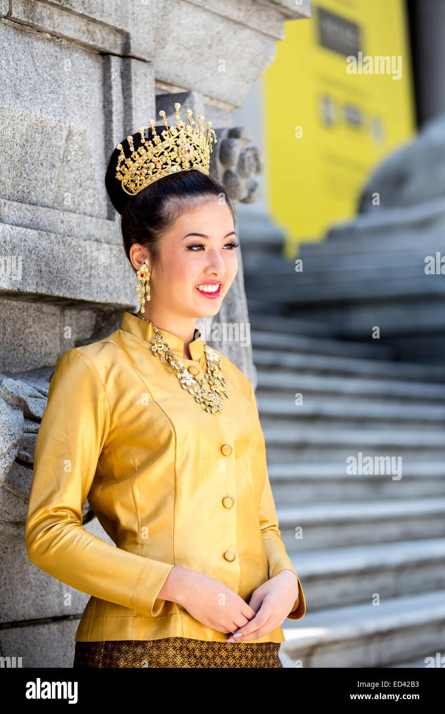 Traditionelle kleidung thailand frauen