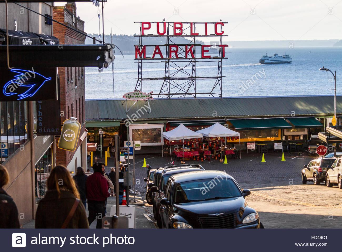 Pike Place Market und Personenfähre im Hintergrund - USA - Washington - Seattle Stockbild