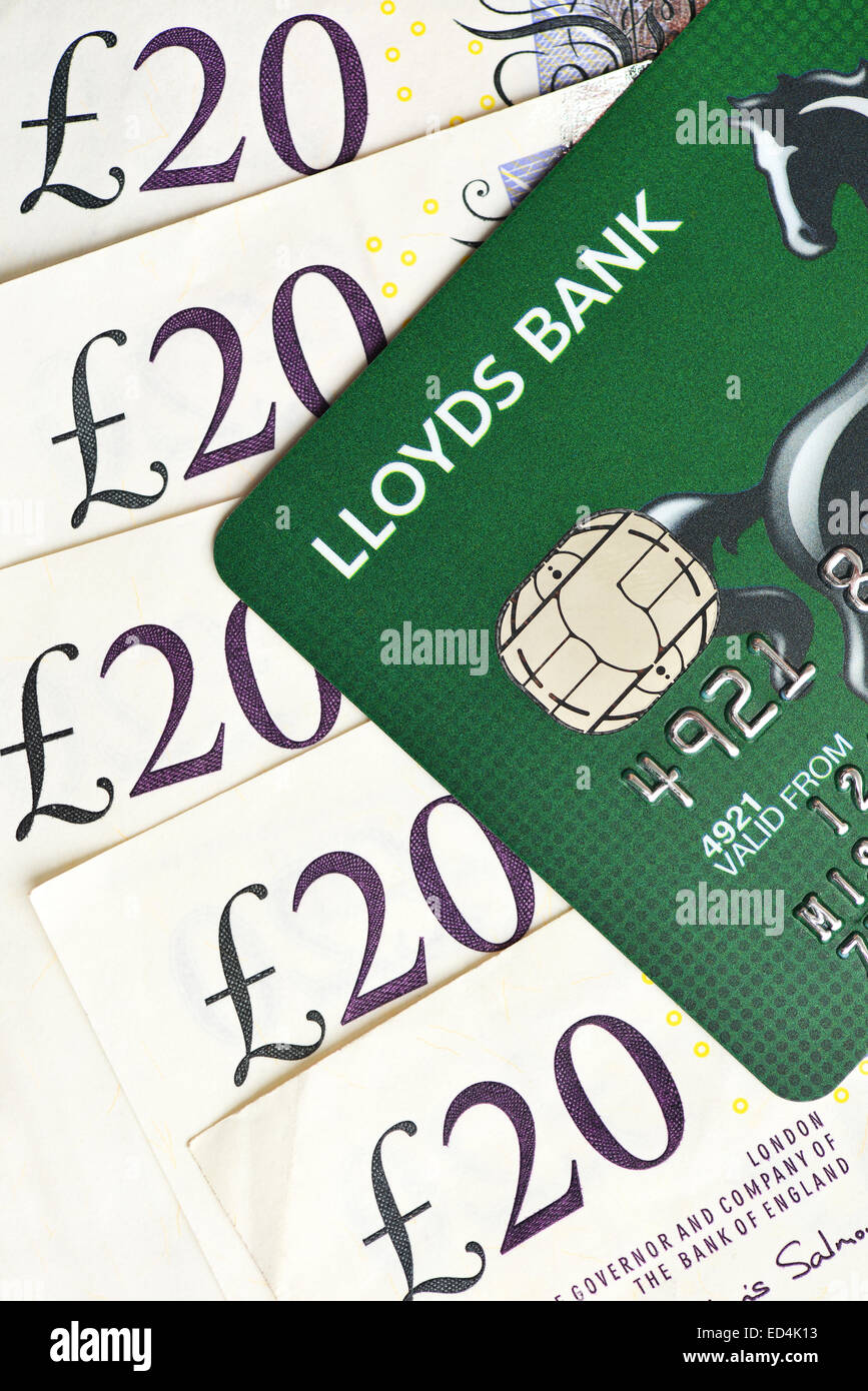 Lloyds Kredit Karte und zwanzig Pfund Noten sterling Stockbild