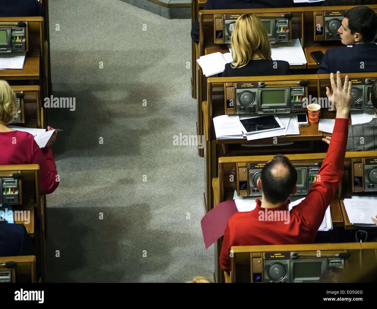 28. Dezember 2014 - Yegor Sobolev (rotes Trikot) Anfragen Wörter aus ...