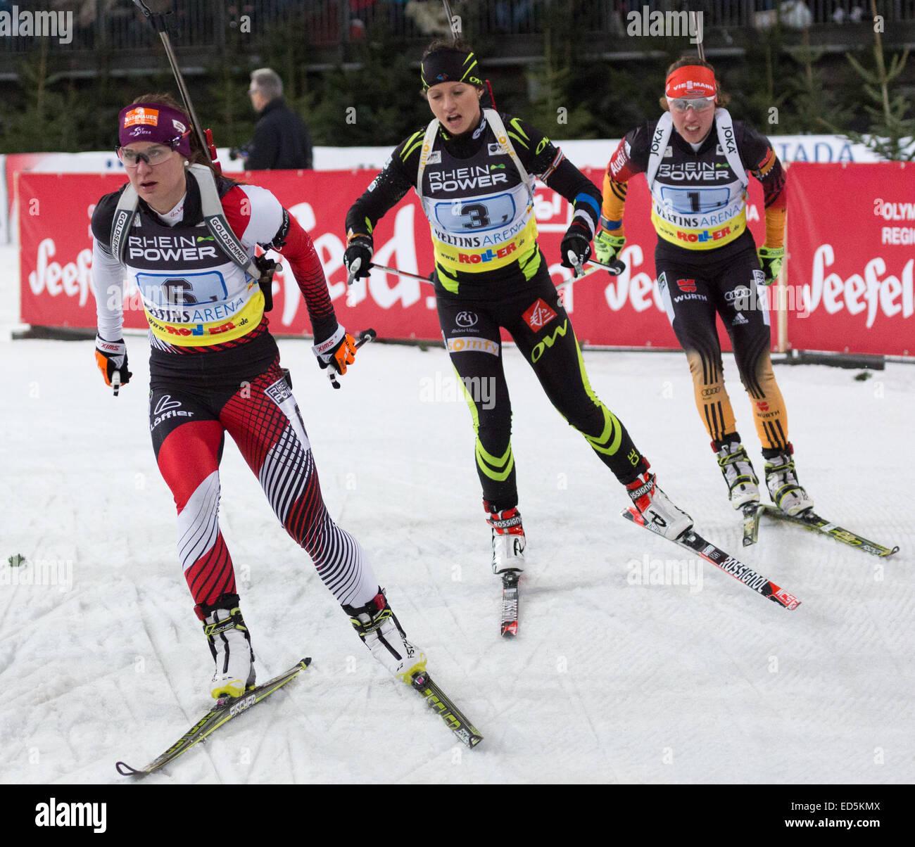 Katharina Innerhofer (6, Österreich), Anais Chevalier (3, Frankreich) und Laura Dahlmeier (1, Deutschland) Stockbild