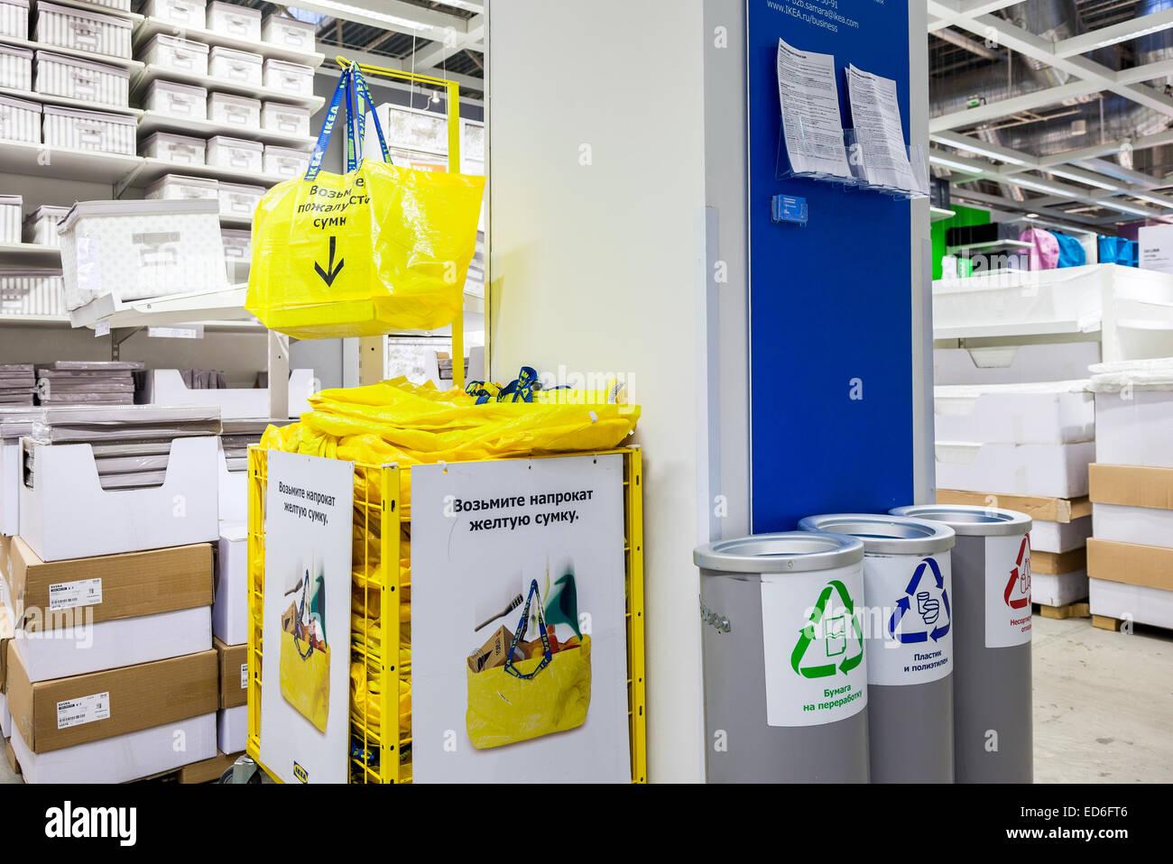 Große Gelbe Einkaufstüten In Samara Bei Ikea Ikea Ist Der Weltweit