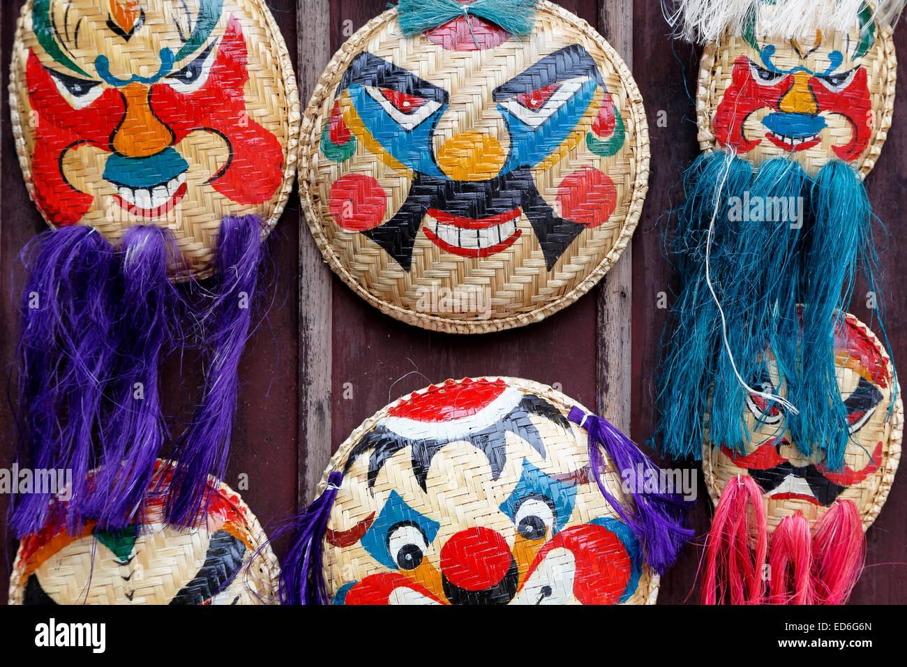 Traditionelle vietnamesische Masken für Verkauf, Temple of Literature, Hanoi, Vietnam Stockbild