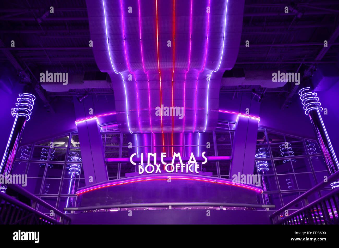 Film Theater-Kasse mit blauen Neonröhren Stockbild