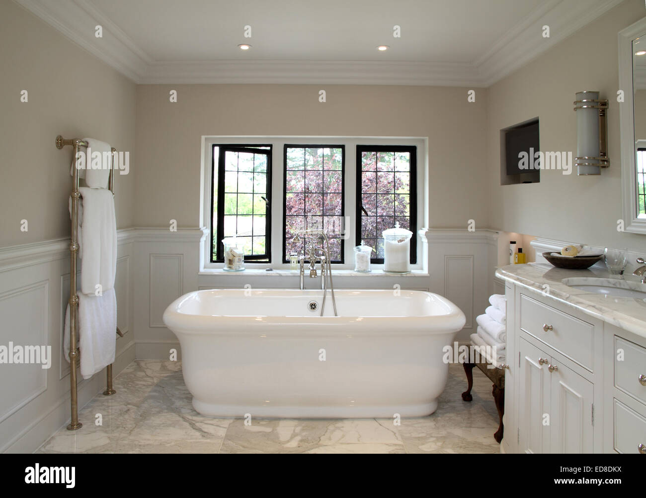 Art deco modern viktorianischen stil badezimmer stockfoto bild 77018366 alamy for Salle de bain art nouveau