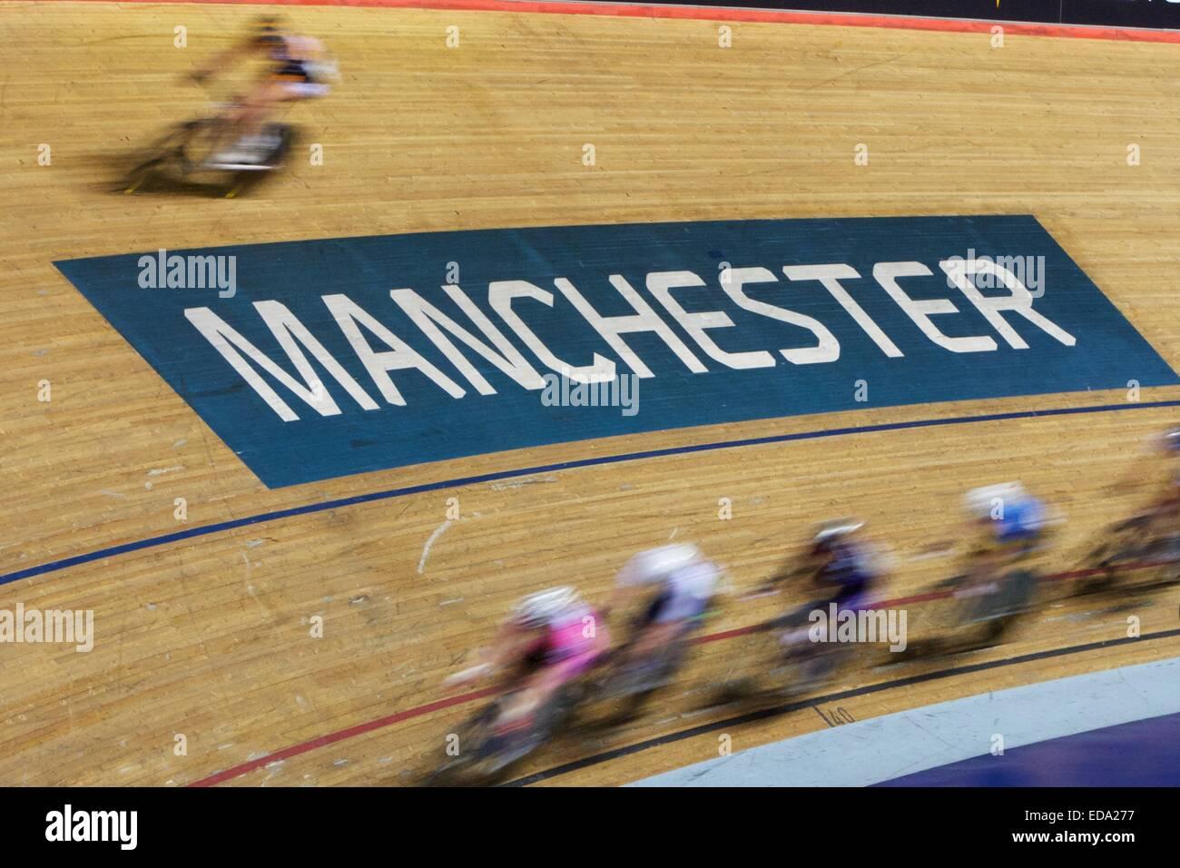 Manchester, UK. 3. Januar 2015. Revolution-Serie Radfahren. Geschwindigkeit blur Bild der Fahrer in Aktion. Bildnachweis: Stockbild
