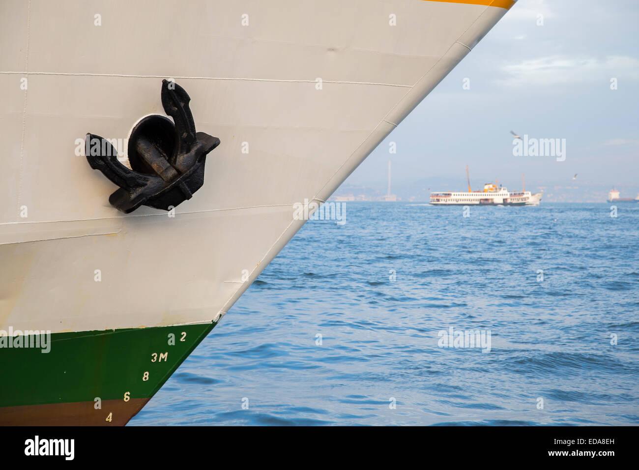 Anker am Bug (Vorderseite) das Schiff angedockt Stockbild