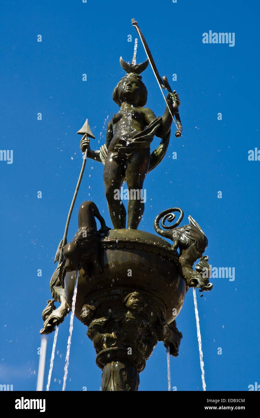 Europa, Deutschland, Niedersachsen, Lüneburg, Lunabrunnen am Marktplatz Stockbild