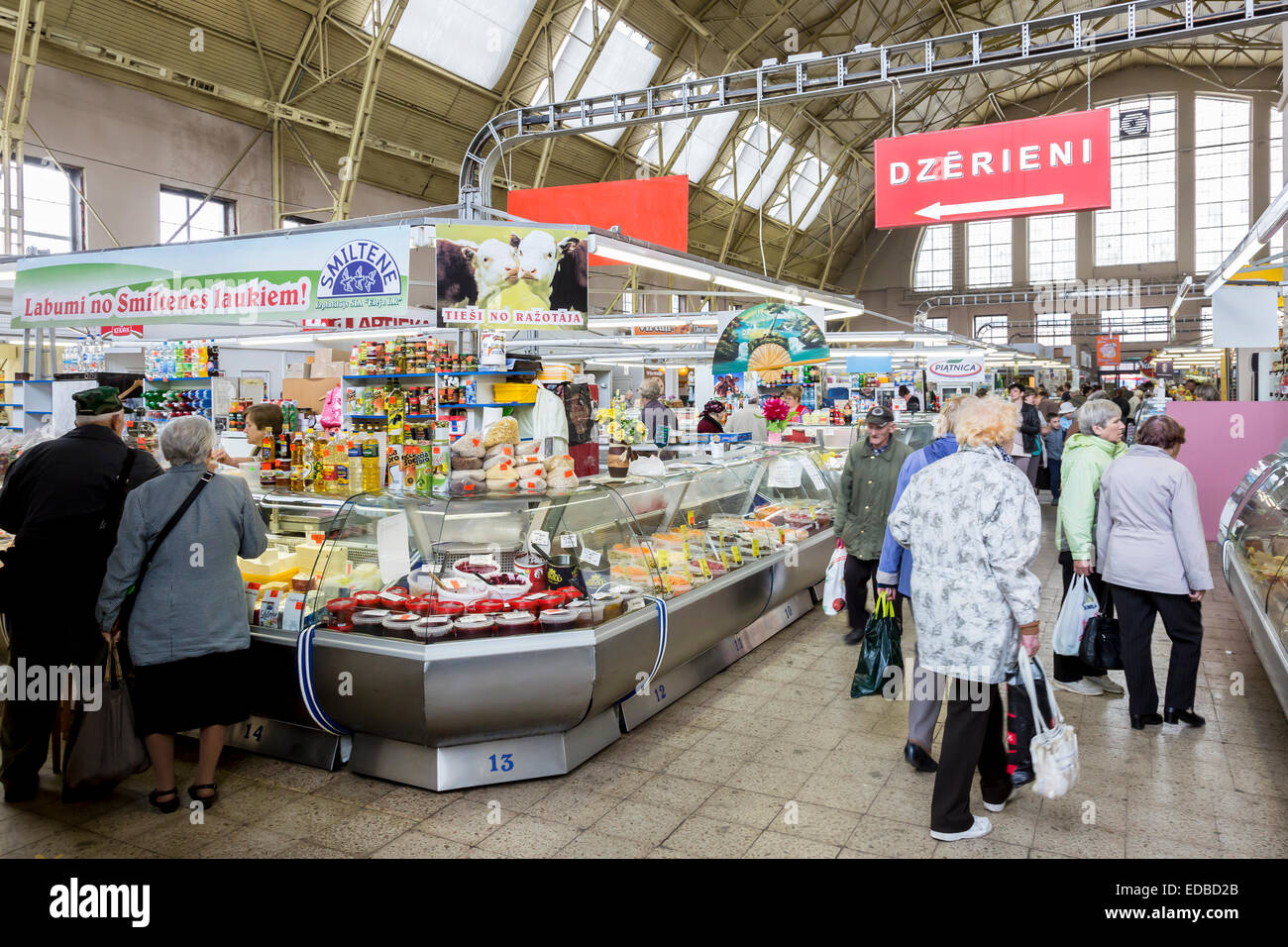 Steht in der Market Hall, Rigaer Zentralmarkt, Riga, Lettland Stockbild
