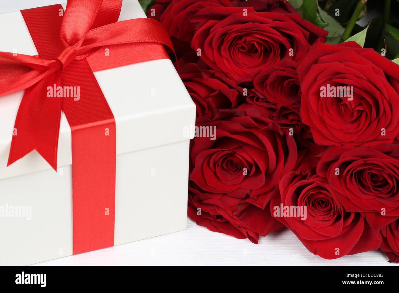 Geschenke Geschenk Box Mit Rosen Blumen Zum Geburtstag Valentinstag