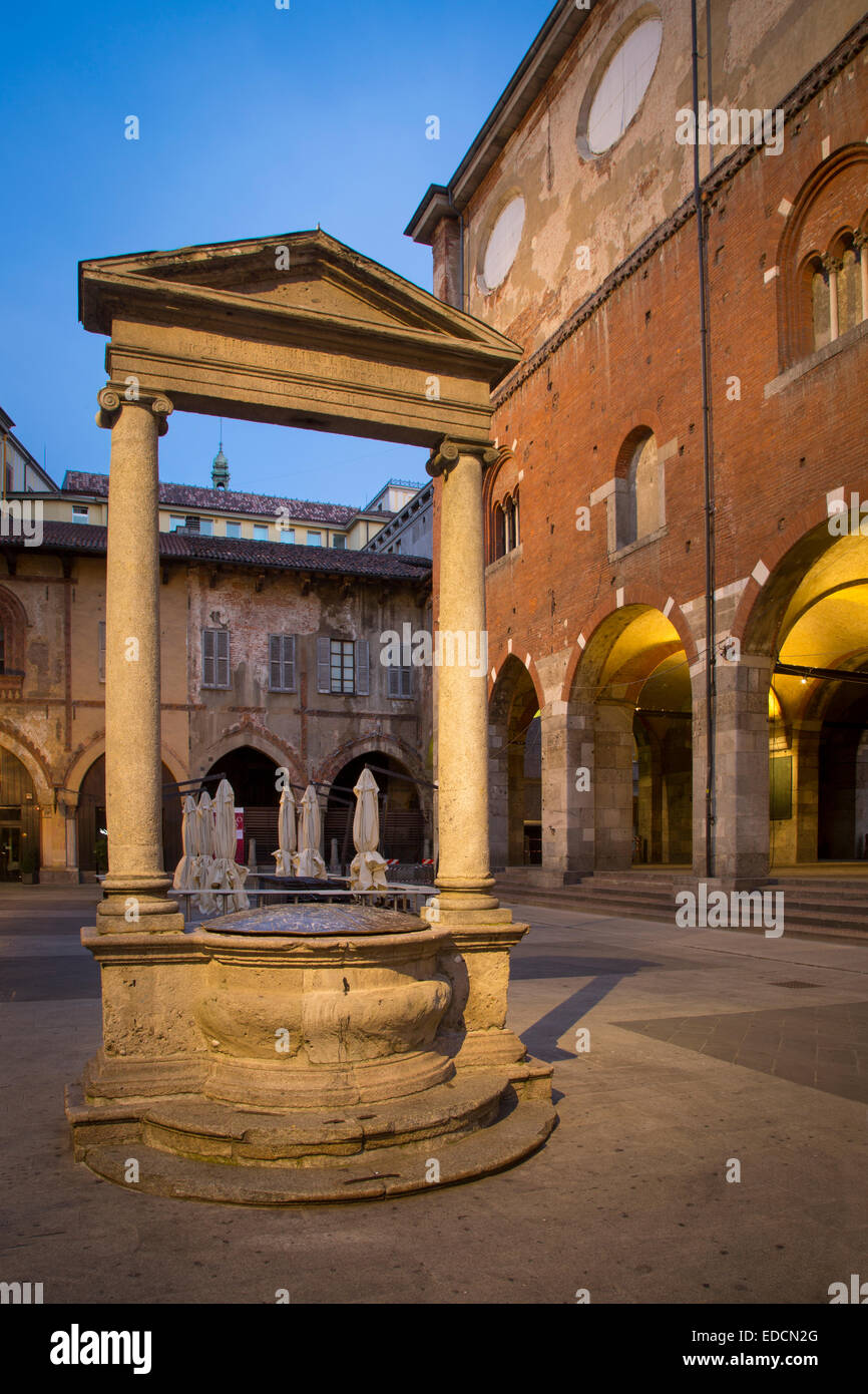 Alter Marktplatz, der Piazza dei Mercanti und der Palazzo della Ragione, Mailand, Lombardei, Italien Stockbild