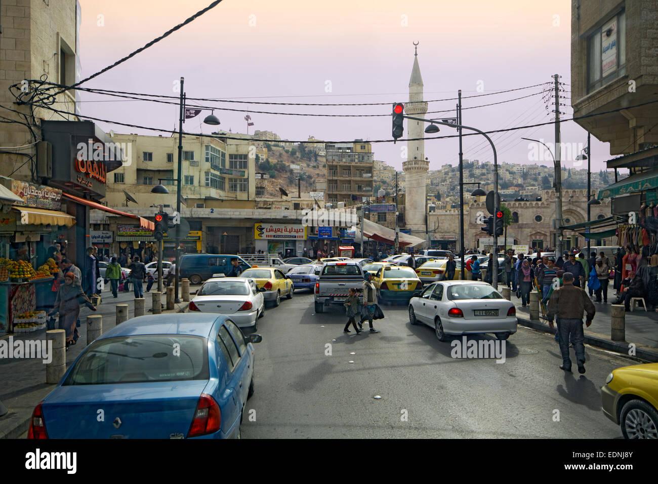 Straßenszene, Straße, Moschee, Amman, Jordanien Stockbild