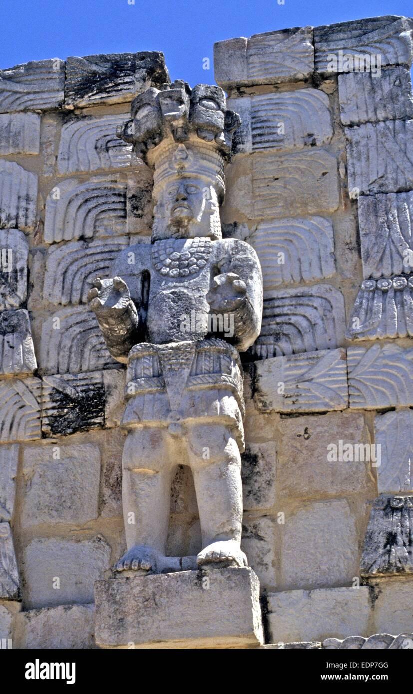 Detaillierten Schnitzereien der Götter auf Maya Ruinen in Mexiko Stockbild