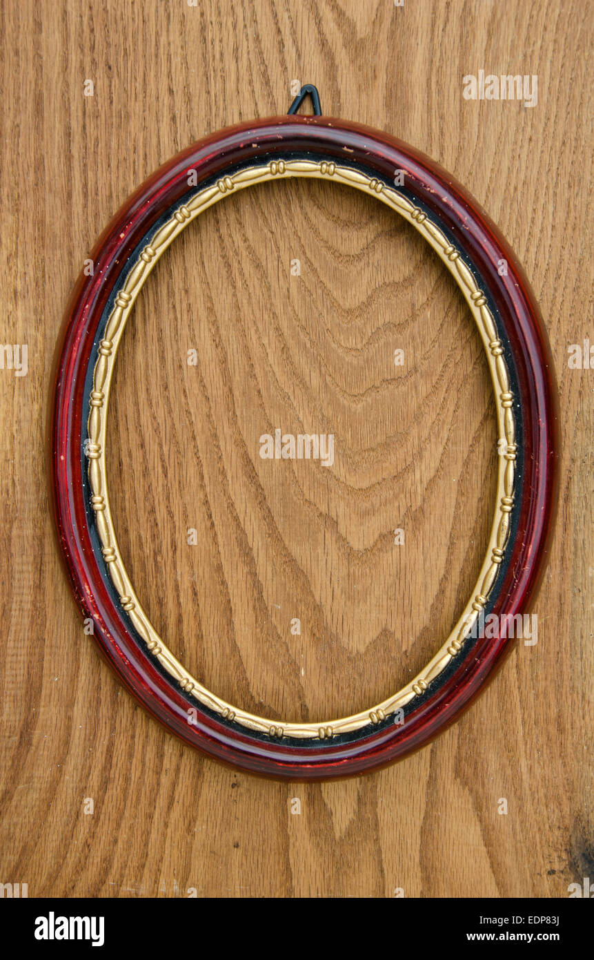 Vintage leer Oval Kunst Bilderrahmen auf Eiche Plank Hintergrund ...