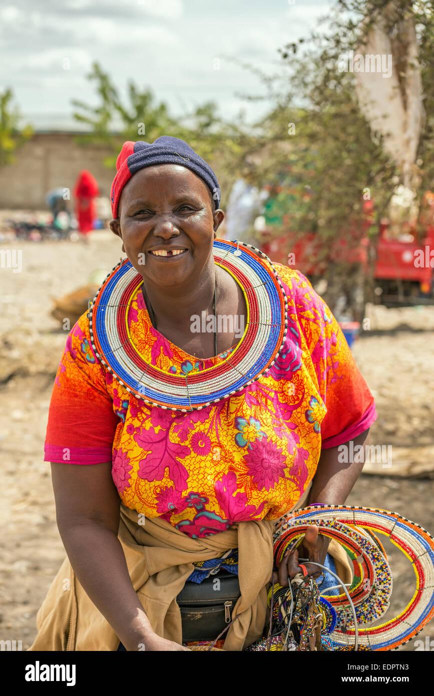 Traditionell gekleidete afrikanische Frau vom Stamm Masai