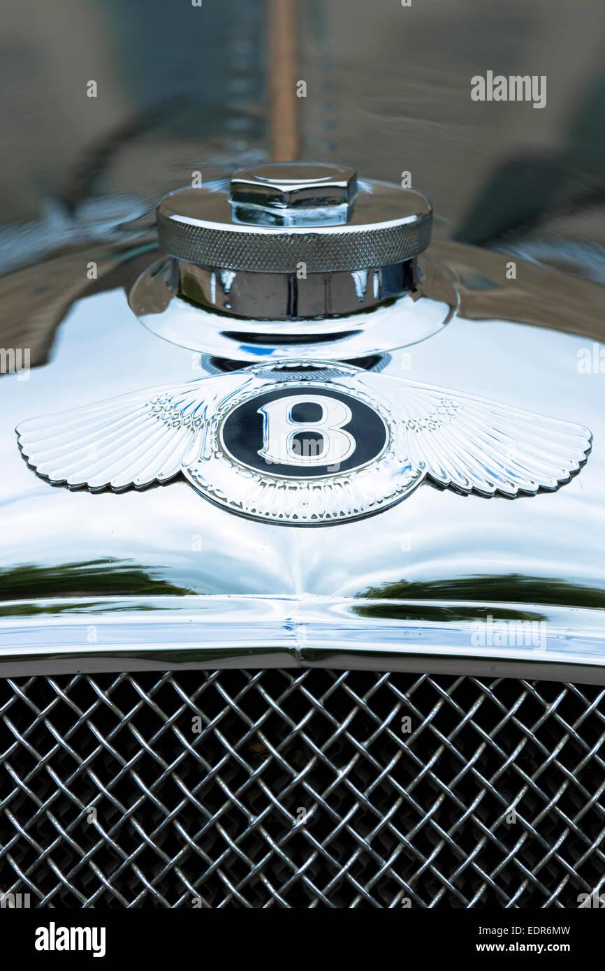 Oldtimer Bentley 4,5 Liter Luxus-Auto im Jahre 1929 erbaut und klassische Bentley-Logo Stockbild